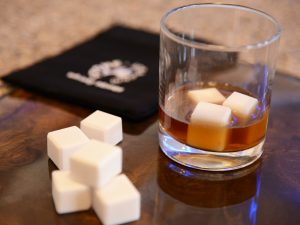 Whiskey stones – Cold cubes for drinks - 1