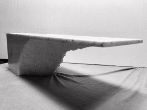 Stôl zbloku kameňa - 1